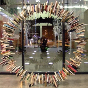 (Book Sculpture. Par Gwen's River City Images. CC-BY-NC-SA. Source : Flickr)